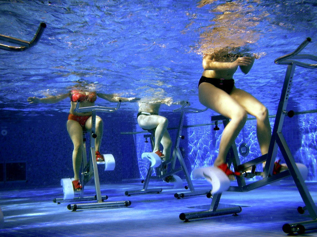 Auspowern mit Aquafitness-Zirkeltraining