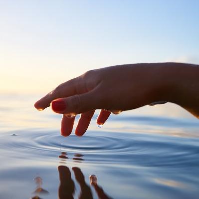 Handstellungen beim Aquafitness: So variierst Du Deine Aquafitness-Übungen